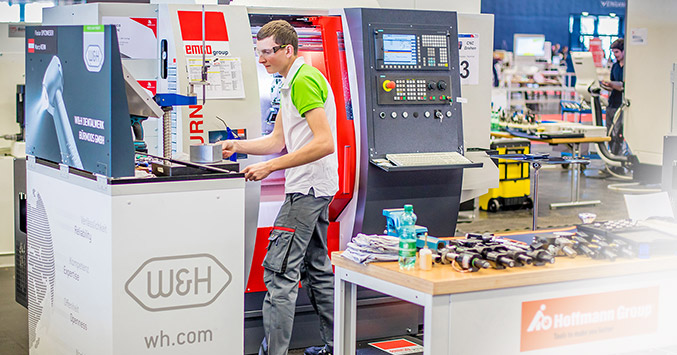 W&H employee Marco Kern demonstrated ultimate concentration in the competition.
