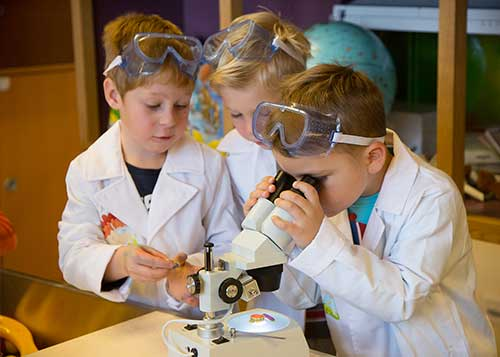 Investigating scientific questions using all the senses (Photo: Chris Hofer)