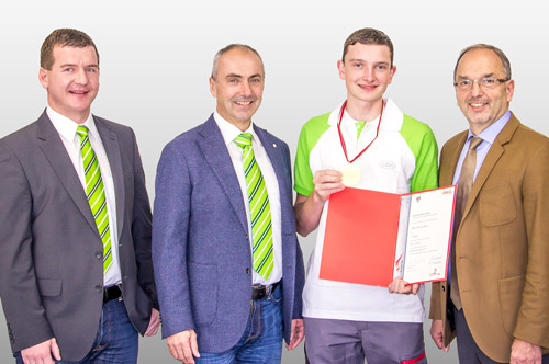 From left to right in the photo: Stefan Rausch (W&H instructor), Matthias Hufnagl (W&H instructor), Marco Kern (W&H skilled worker and reigning Austrian national champion) and Dipl.-Ing. Peter Malata (W&H Managing Director). Not in the photo: Florian Spitzwieser (attending vocational school).