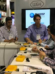 Dr. Pedro de Luca and Dr. Marc Lindner demonstrated the advantages of the W&H electric motor.