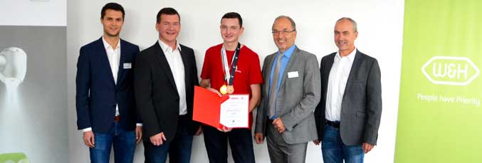 Alexander Wagner, Austrian national champion 2014, WorldSkills participant 2015 in São Paulo and W&H machining technician, Stefan Rausch, W&H instructor, Marco Kern, Austrian national champion and WorldSkills participant, KR Dipl.-Ing. Peter Malata, W&H Managing Director, and Matthias Hufnagl, W&H instructor.