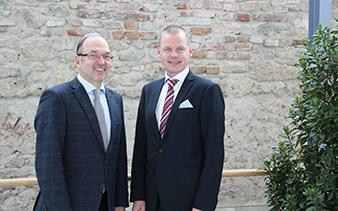 Dipl.-Ing. Peter Malata (W&H), CEO Jonas Ehinger (Osstell)