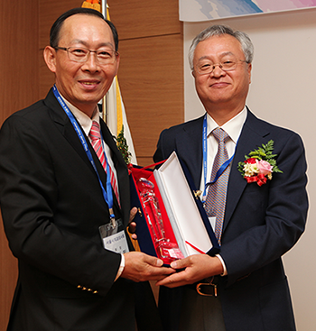 Shinwon Dental is honoured with the SDA Award