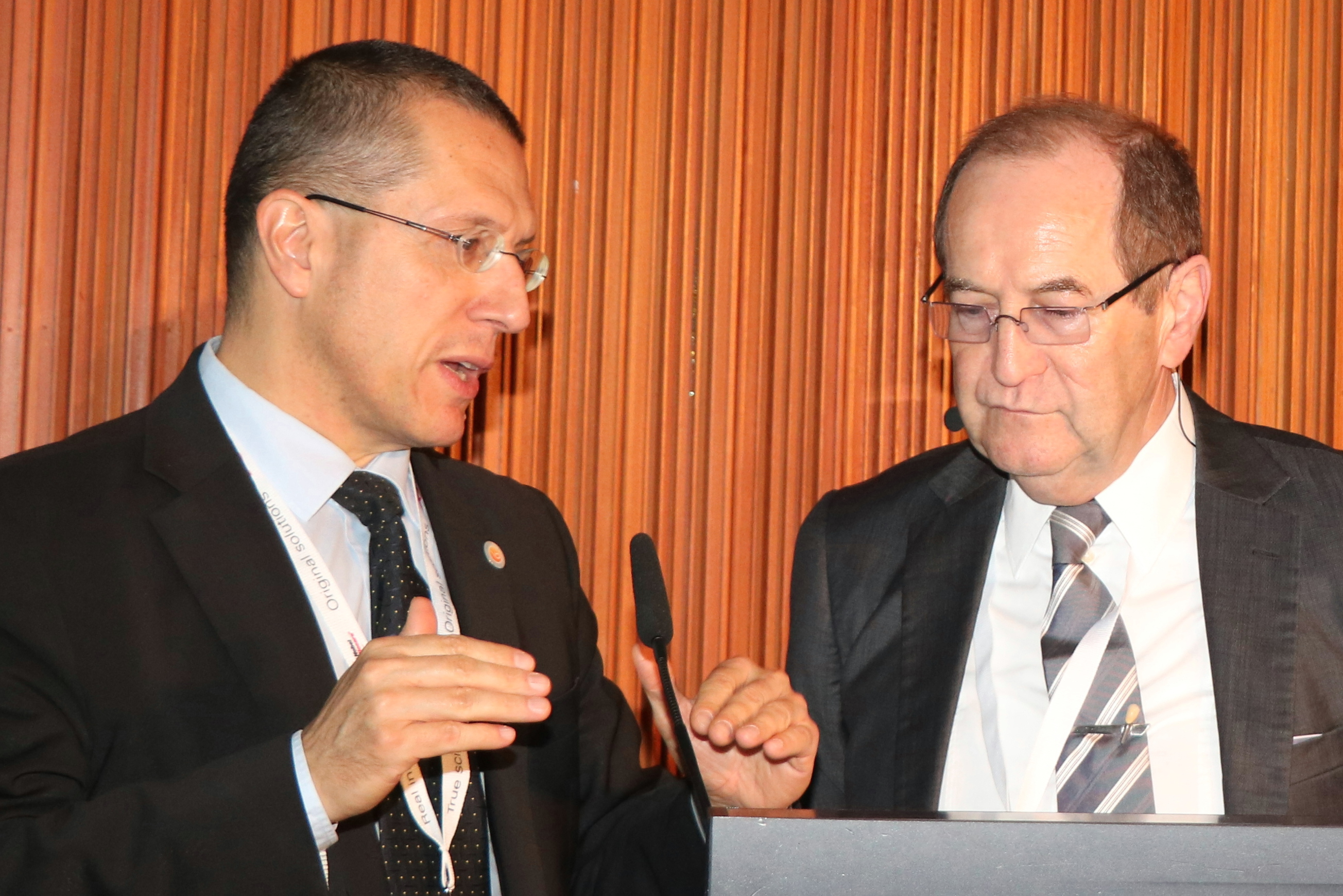 Dialogue with the EFP President: Professor Anton Sculean (left) and Dr Karl-Ludwig Ackermann